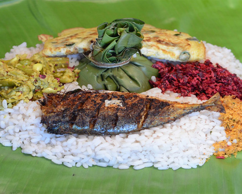 Kerala Pothichoru with Kerala Rice,Fish Fry, Fish Curry,Chicken Curry,Omlet, Avial,Jackfruit Toran with a variety of 4 other items
